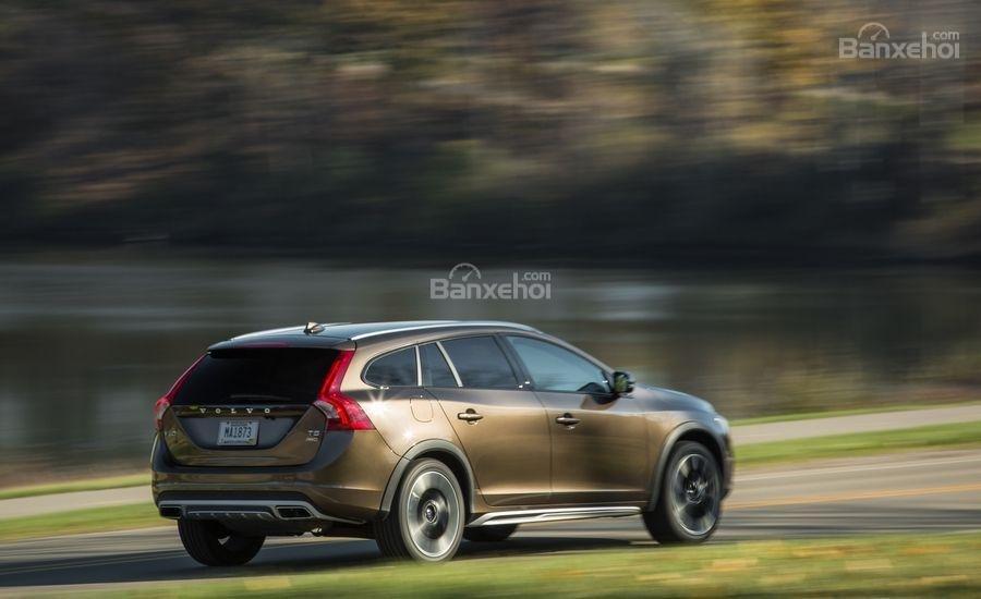 Volvo V60 2018 là mẫu wagon đáng để đầu tư