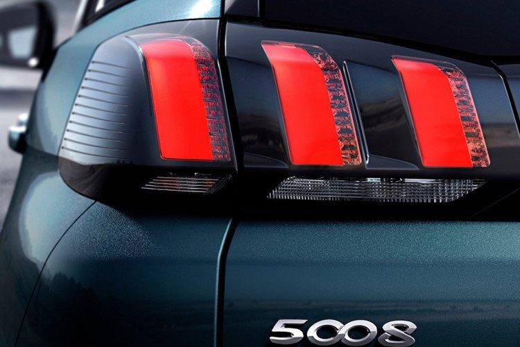 Ảnh chụp đèn xe Peugeot 5008 2018-2019