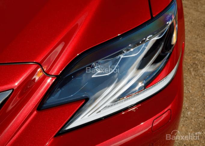 Đánh giá xe Lexus LS 2018 về thiết kế đầu xe: Đèn pha LED dạng chữ Z