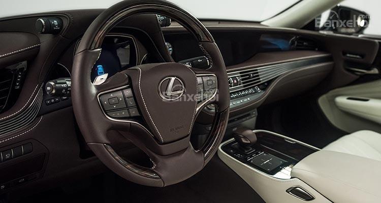 Đánh giá xe Lexus LS 2018 về thiết kế vô lăng