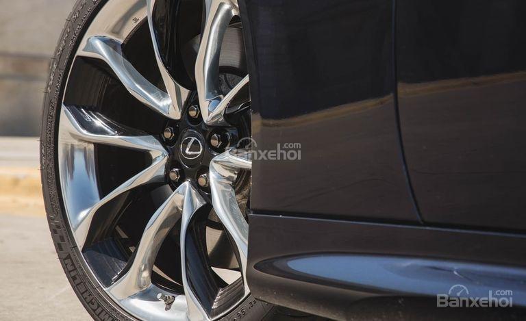 Đánh giá xe Lexus LC 2018: Mâm hợp kim đa chấu.