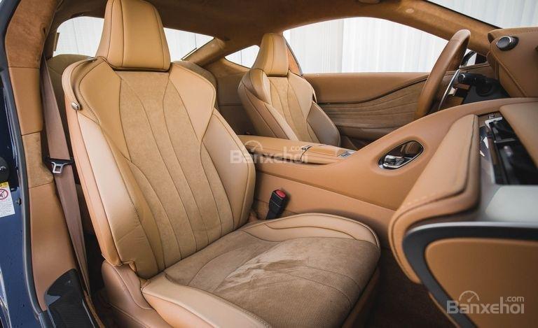 Đánh giá xe Lexus LC 2018: Hàng ghế trước.