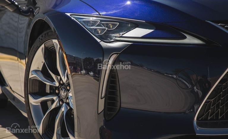 Đánh giá xe Lexus LC 2018: Thiết kế đầu xe tuyệt đẹp.