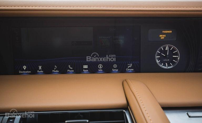 Đánh giá xe Lexus LC 2018: Xe được trang bị nhiều công nghệ hữu ích.