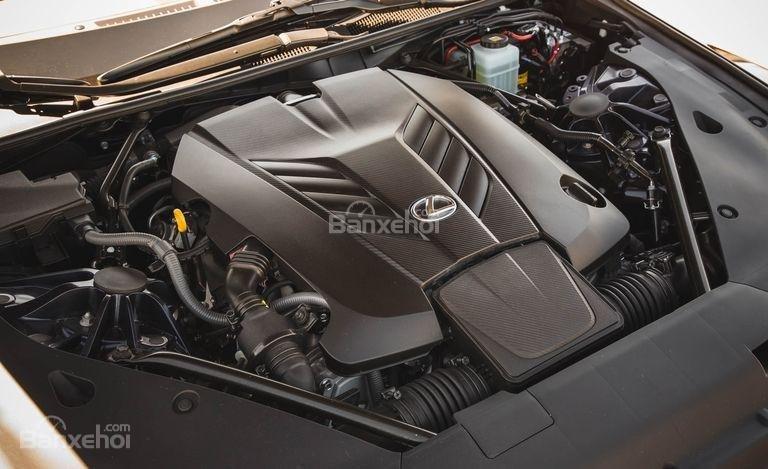 Đánh giá xe Lexus LC 2018: Được trang bị động cơ mạnh mẽ.