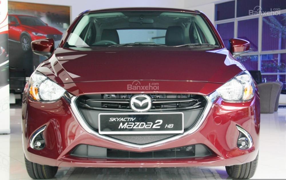 Đánh giá xe Mazda 2 2017-2018: Đầu xe không có nhiều thay đổi so với thế hệ cũ.
