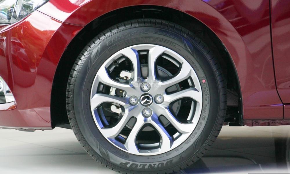 Đánh giá xe Mazda 2 2017-2018: Mâm 5 chấu kép.