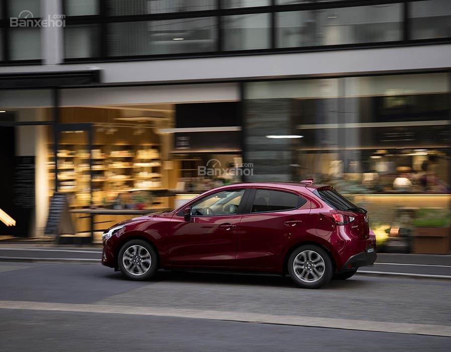 Đánh giá xe Mazda 2 2017-2018: Xe được đánh giá cao về cảm giác lái.