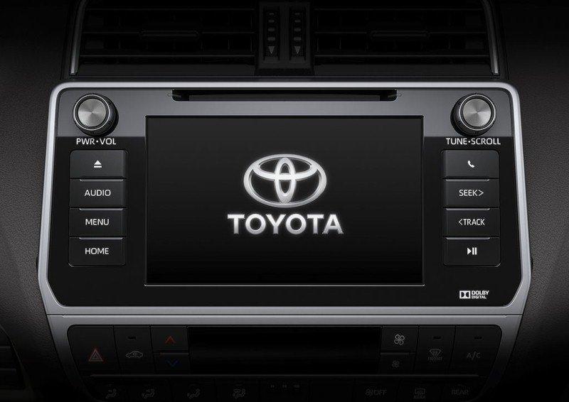 So sánh xe Toyota Land Cruiser Prado 2018 và Ford Explorer 2018 về trang bị giải trí.
