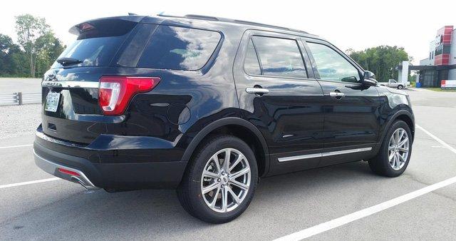 So sánh xe Toyota Land Cruiser Prado 2018 và Ford Explorer 2018 về đuôi xe 4