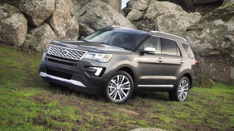 Toyota Land Cruiser Prado 2018 và Ford Explorer 2018: Xe off-road và xe on-road 3
