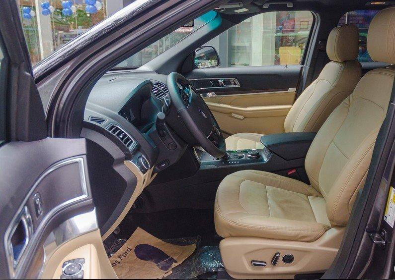 So sánh xe Toyota Land Cruiser Prado 2018 và Ford Explorer 2018 về ghế xe 3