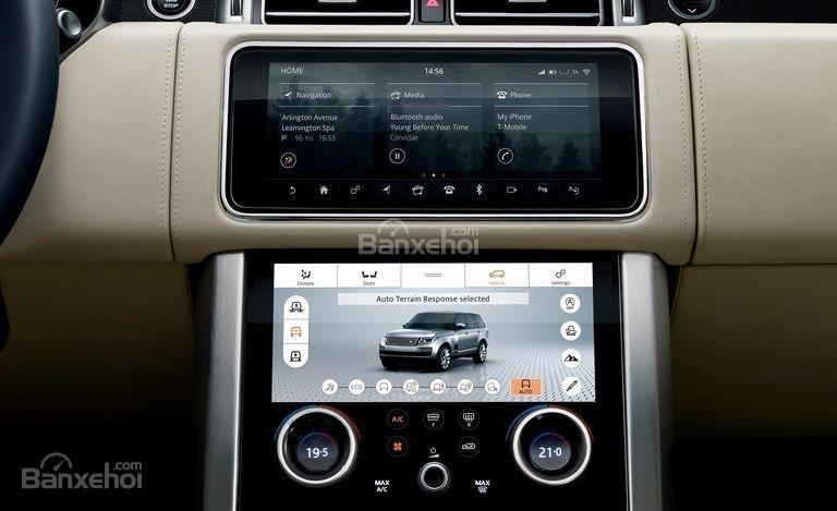 Đánh giá xe Land Rover Range Rover 2018: Hệ thống thông tin giải trí trung tâm.