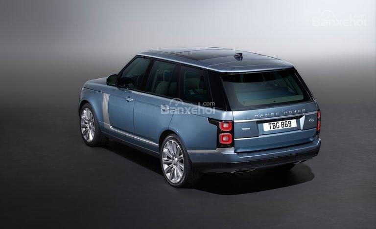 Land Rover Range Rover 2018 có giá khởi điểm từ 1,9 tỷ đồng.
