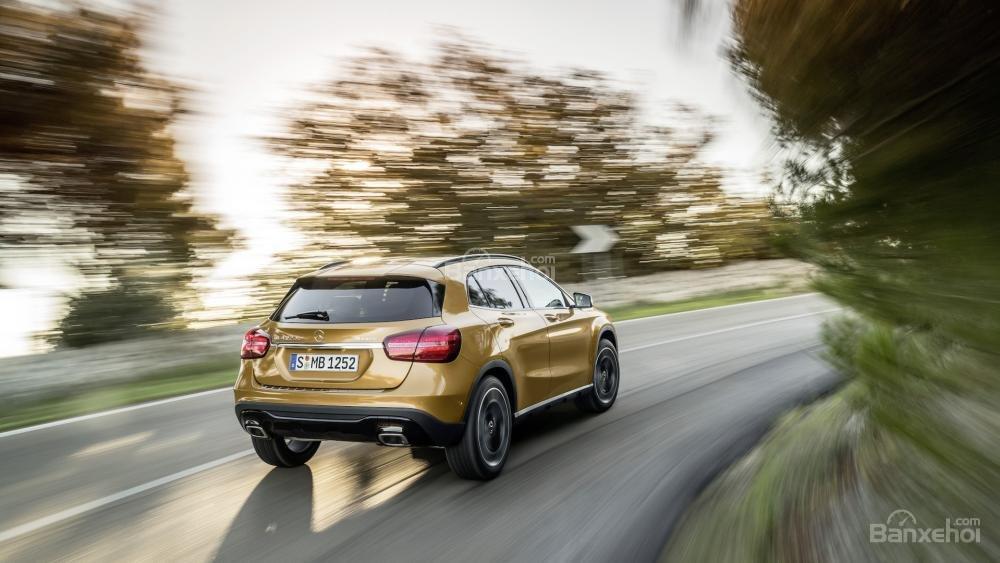 Đánh giá xe Mercedes-Benz GLA 2018 về cảm giác lái