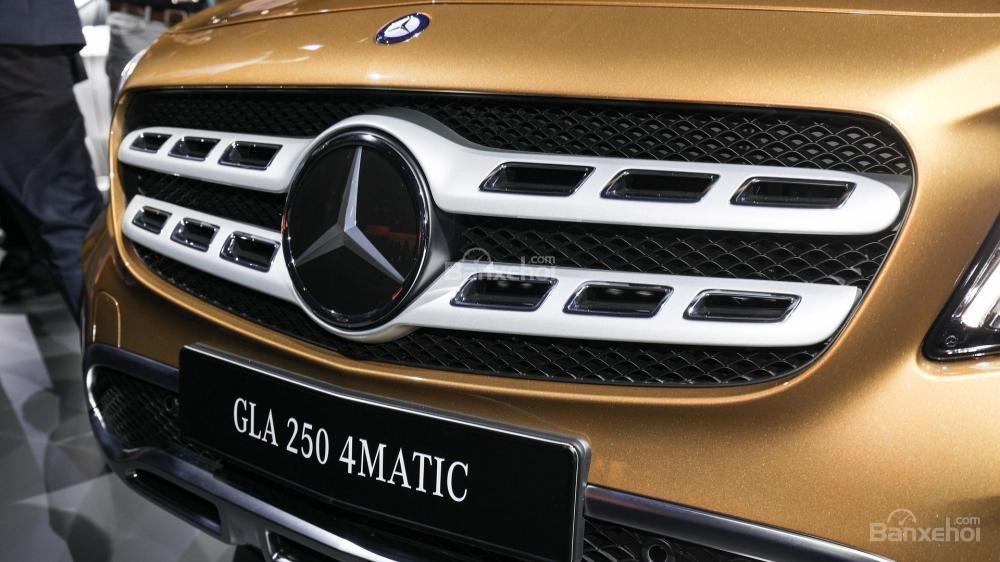 Lưới tản nhiệt xe Mercedes-Benz GLA 2018