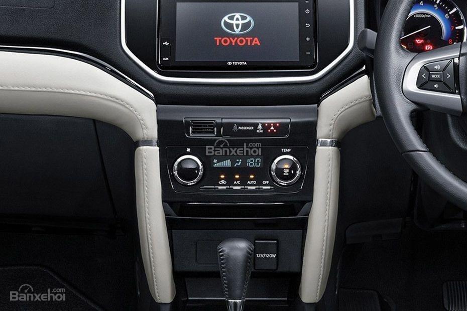 Đánh giá xe Toyota Rush 2018: Sở hữu những trang bị tiện nghi cơ bản.