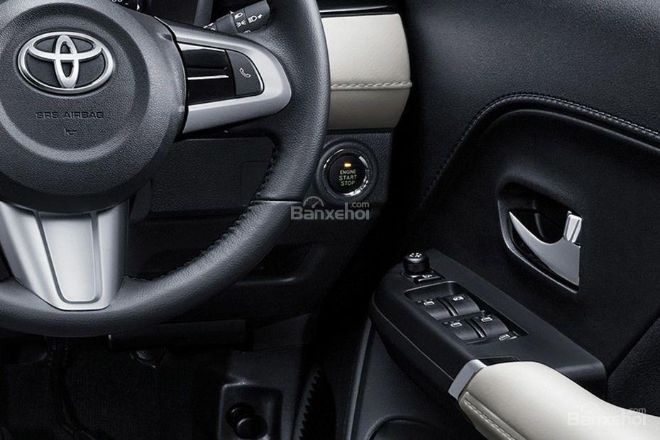 Đánh giá xe Toyota Rush 2018: Nút điều khiển.