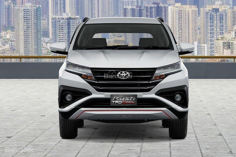 Đánh giá xe Toyota Rush 2018: Đầu xe.