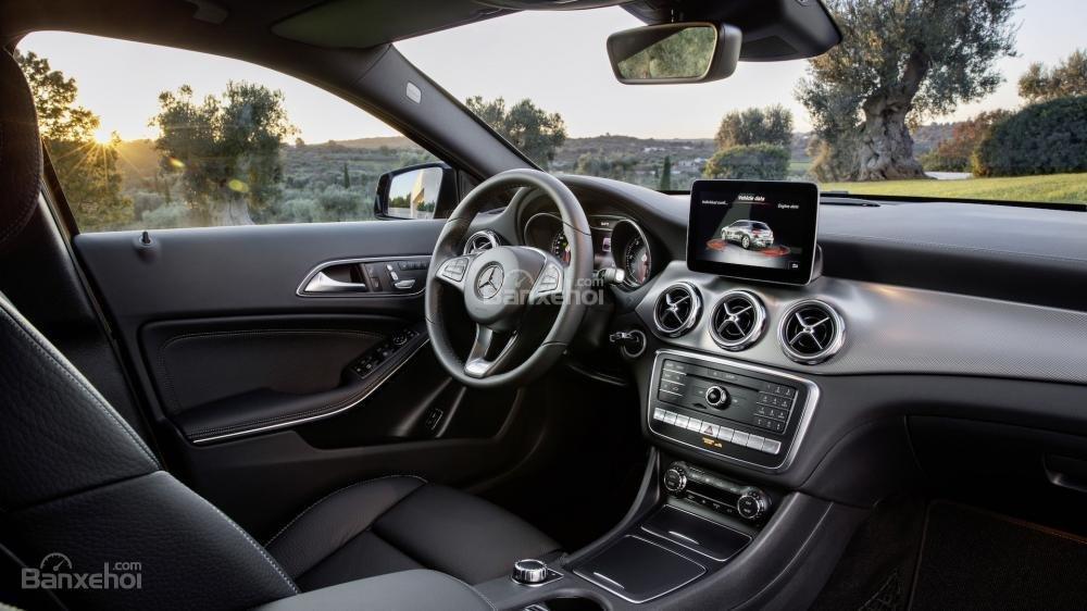 Đánh giá xe Mercedes-Benz GLA 2018 về trang bị tiện ích.