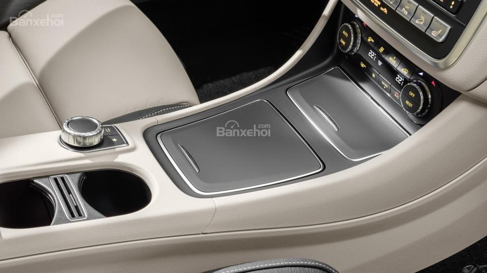 Khu vực cần số điều khiển xe Mercedes-Benz GLA 2018