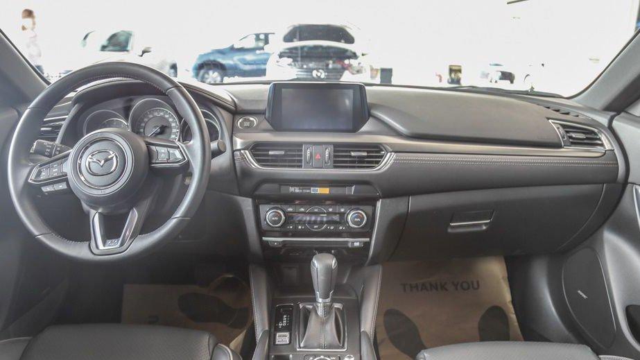 So sánh xe Mazda 6 2018 và Toyota Camry 2018 về nội thất: Camry sang trọng hơn 3