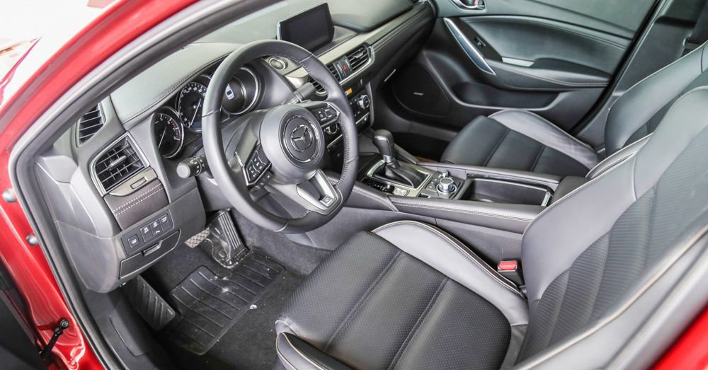 So sánh xe Mazda 6 2018 và Toyota Camry 2018 về ghế xe 3