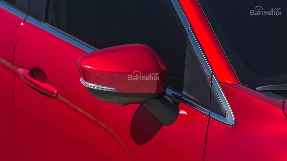 Đánh giá xe Mitsubishi Eclipse Cross 2018: Gương chiếu hậu.