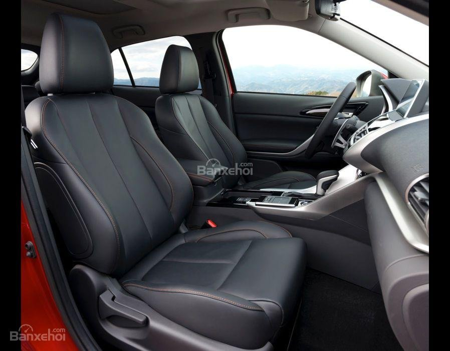 Đánh giá xe Mitsubishi Eclipse Cross 2018: Hàng ghế trước.
