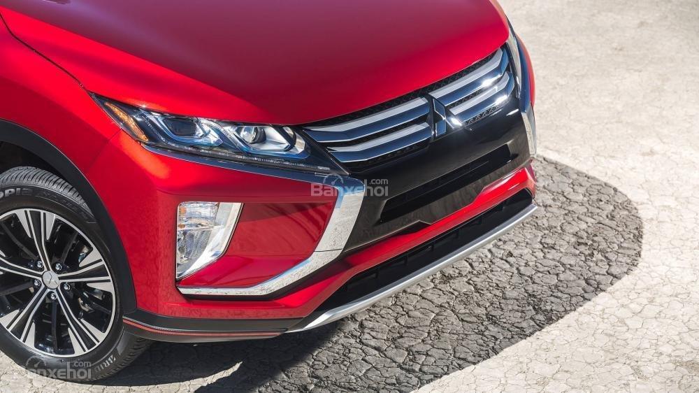 Đánh giá xe Mitsubishi Eclipse Cross 2018: đèn sương mù phía dưới.