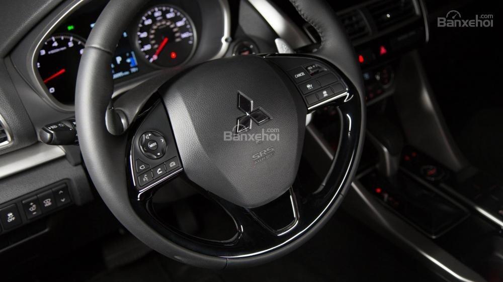 Đánh giá xe Mitsubishi Eclipse Cross 2018: Vô lăng.