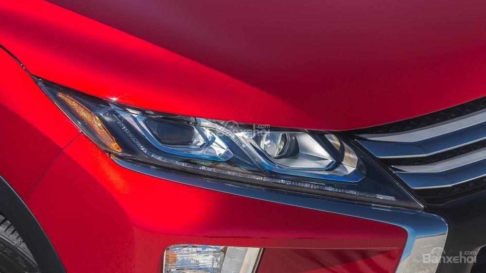 Đánh giá xe Mitsubishi Eclipse Cross 2018: Đèn pha.