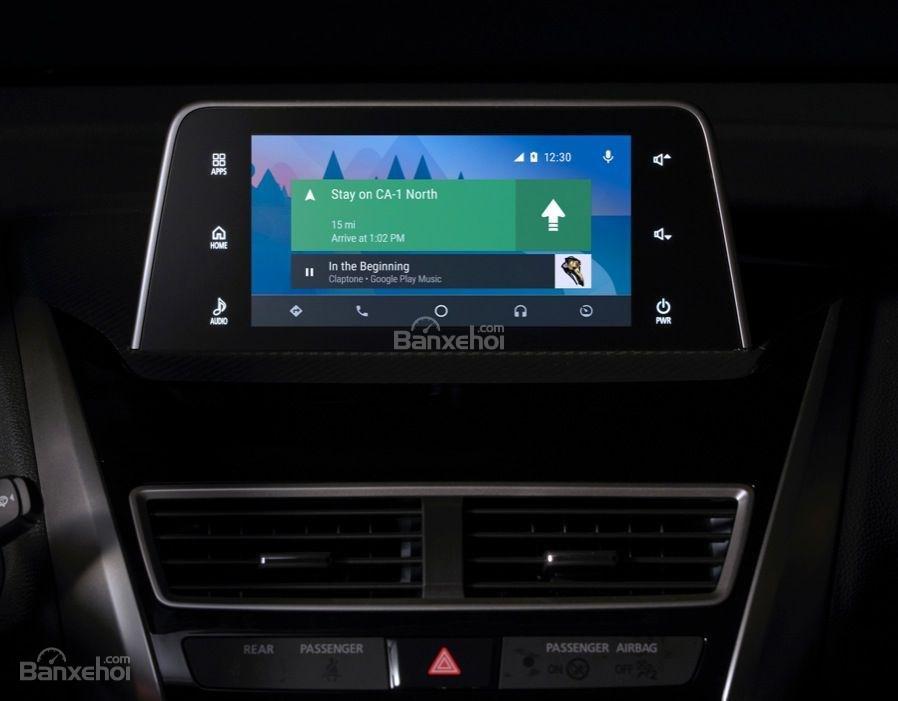 Đánh giá xe Mitsubishi Eclipse Cross 2018: Xe được trang bị nhiều tiện ích hữu dụng.