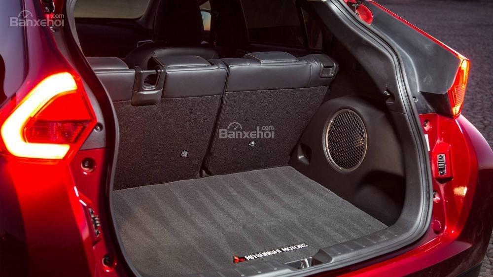 Đánh giá xe Mitsubishi Eclipse Cross 2018: Khoang hành lý được nâng cấp.