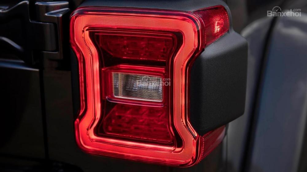 Đèn hậu xe Jeep Wrangler 2018