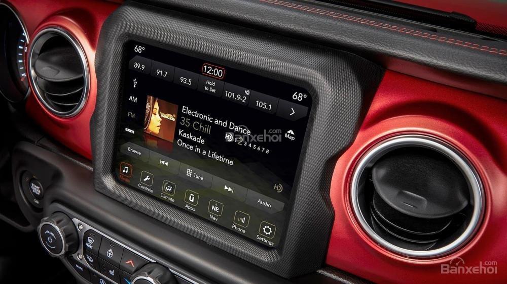 Đánh giá xe Jeep Wrangler 2018 về trang bị tiện nghi a2