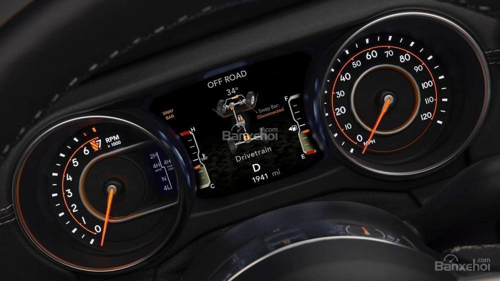 Đánh giá xe Jeep Wrangler 2018 về bảng đồng hồ lái a2