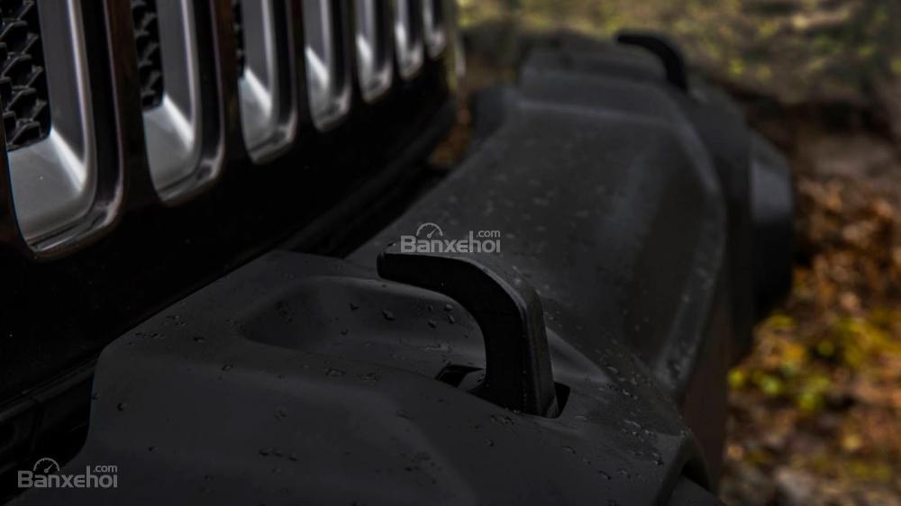 Đánh giá xe Jeep Wrangler 2018: Móc kéo phía trước.