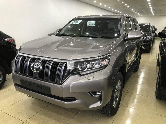 Toyota Prado 2018 chính hãng cháy hàng, đại lý tư nhân vẫn còn hàng bán a2