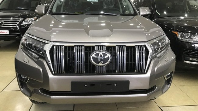 Toyota Prado 2018 chính hãng cháy hàng, đại lý tư nhân vẫn còn hàng bán 1