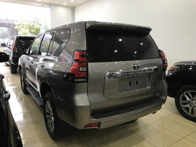 Toyota Prado 2018 chính hãng cháy hàng, đại lý tư nhân vẫn còn hàng bán a7