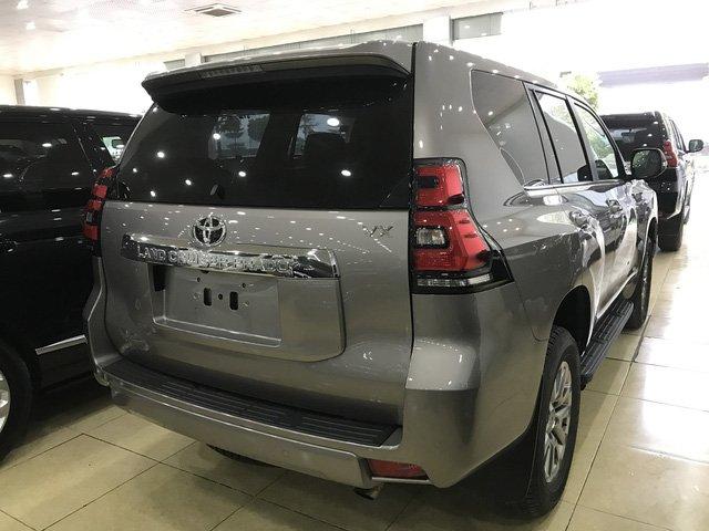 Toyota Prado 2018 chính hãng cháy hàng, đại lý tư nhân vẫn còn hàng bán a4