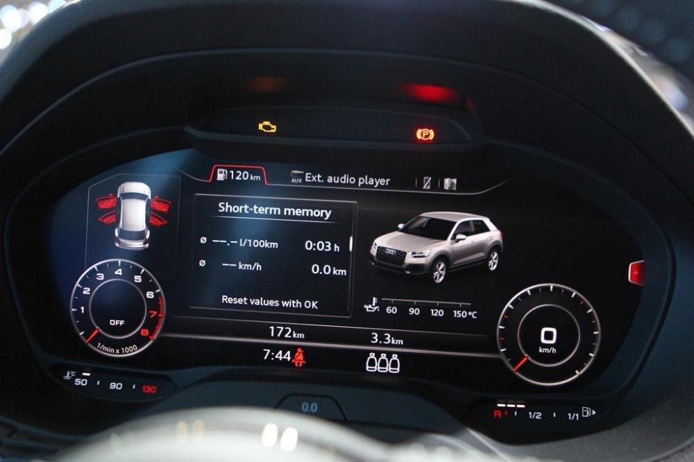 Ảnh chụp cụm đồng hồ xe Audi Q2 2018