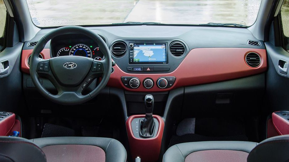 So sánh xe Hyundai Grand i10 2018 và Mitsubishi Mirage 2017 về nội thất: Xe Hàn áp đảo.