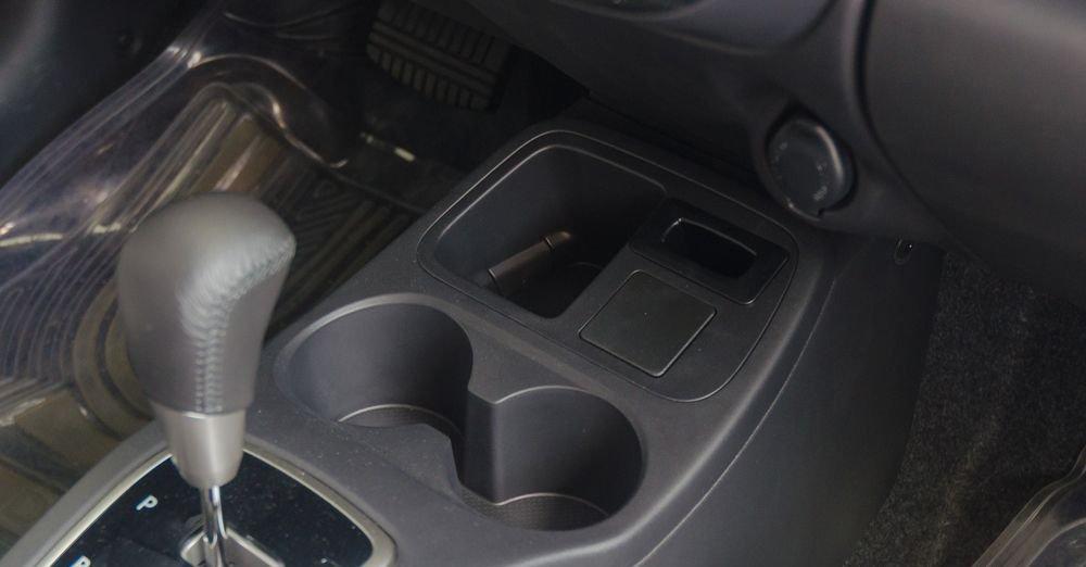 Hyundai Grand i10 2018 sử dụng hộp số tự động trong khi Mitsubishi Mirage lắp đặt hộp số vô cấp 3
