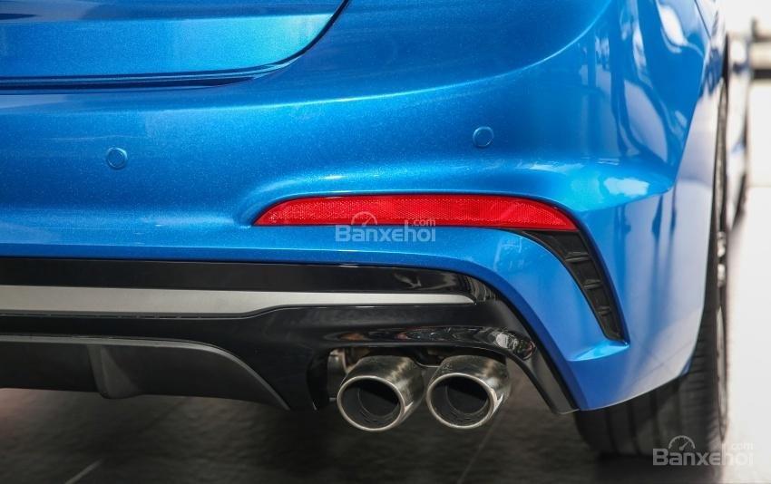 Đánh giá xe Hyundai Elantra Sport 2018: Ống xả.
