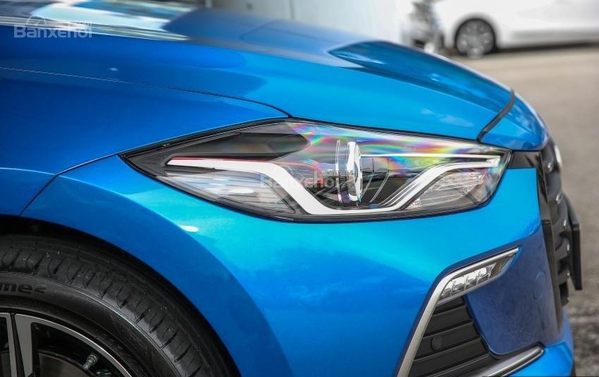 Đánh giá xe Hyundai Elantra Sport 2018: Đèn pha.