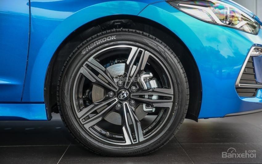 Đánh giá xe Hyundai Elantra Sport 2018: Mâm xe.
