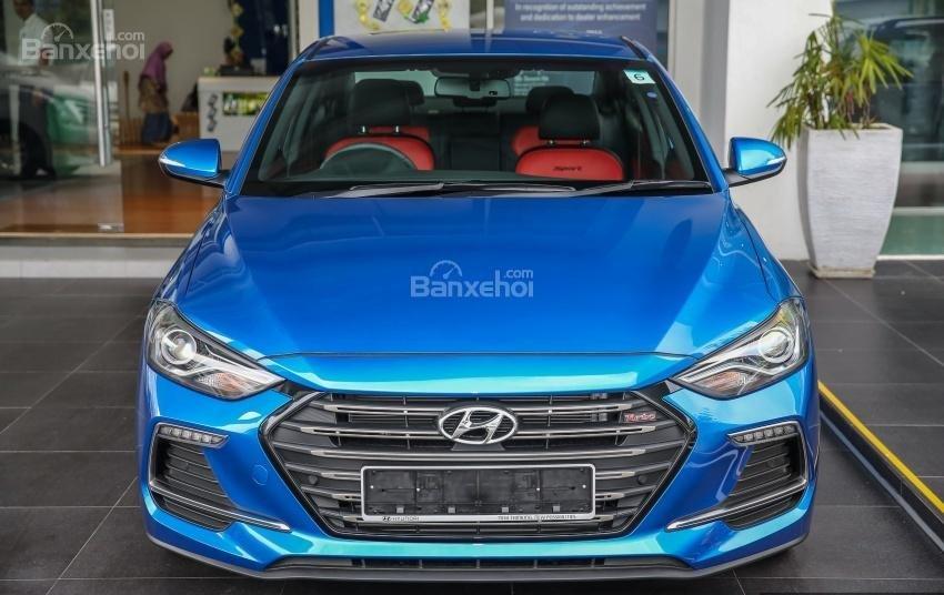 Đánh giá xe Hyundai Elantra Sport 2018: Đầu xe.