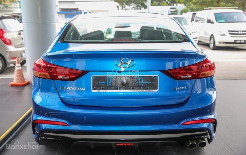 Đánh giá xe Hyundai Elantra Sport 2018: Đuôi xe.